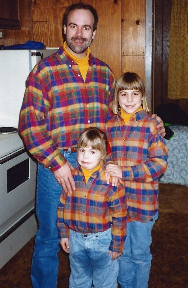 Father and his 2 daughters dressed up exactly the same for this perfect picture and then this happened.