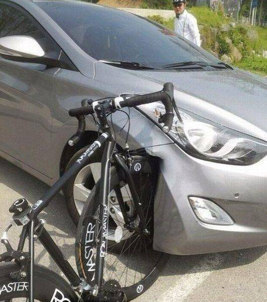 Horrible accident between a bicycle and a car. The bike is fine.