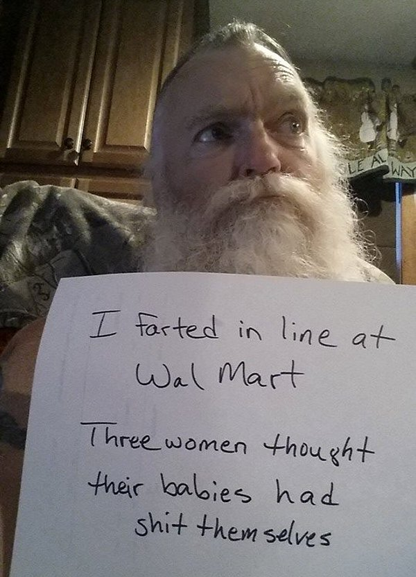 Man that resembles Santa Claus self shaming about an incident at Walmart.
