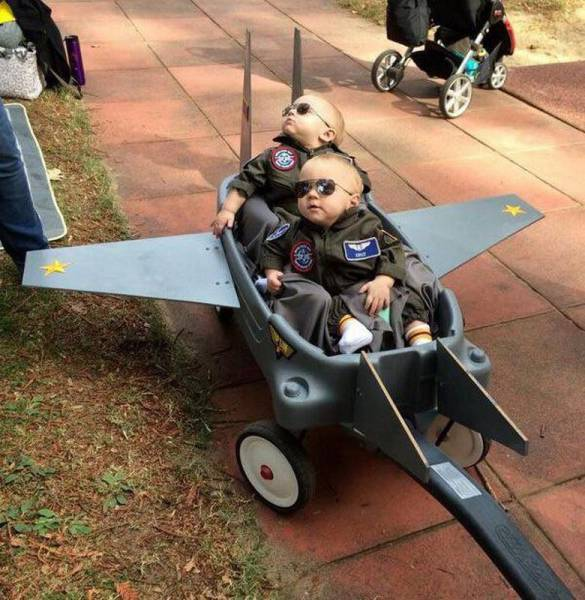 Maverick and Goose before they were famous Top Gun pilots.