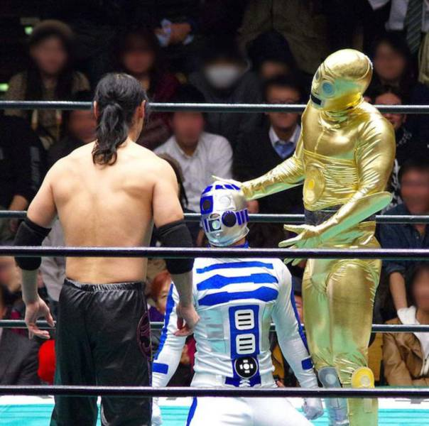 Star Wars droids kick butt in their professional wrestling debut.