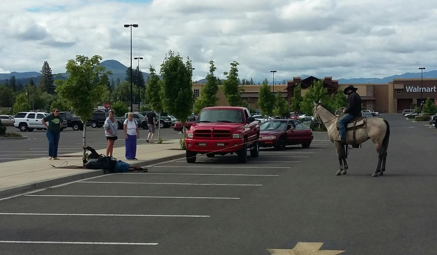 Walmart cowboy in Oregon catches bike thief with lasso.