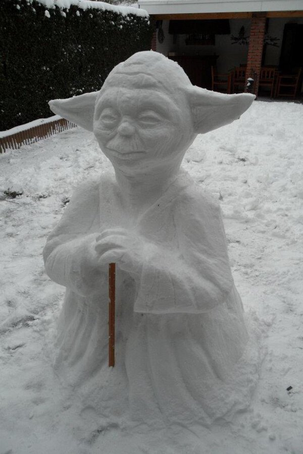 Yoda sculpted out of snow is a very impressive work of art. Talented you are young Jedi.